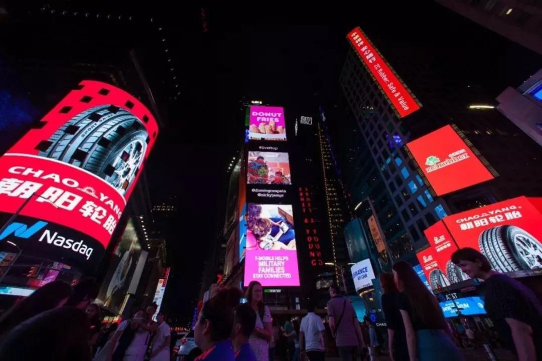 纽约时代广场广告大屏.jpg